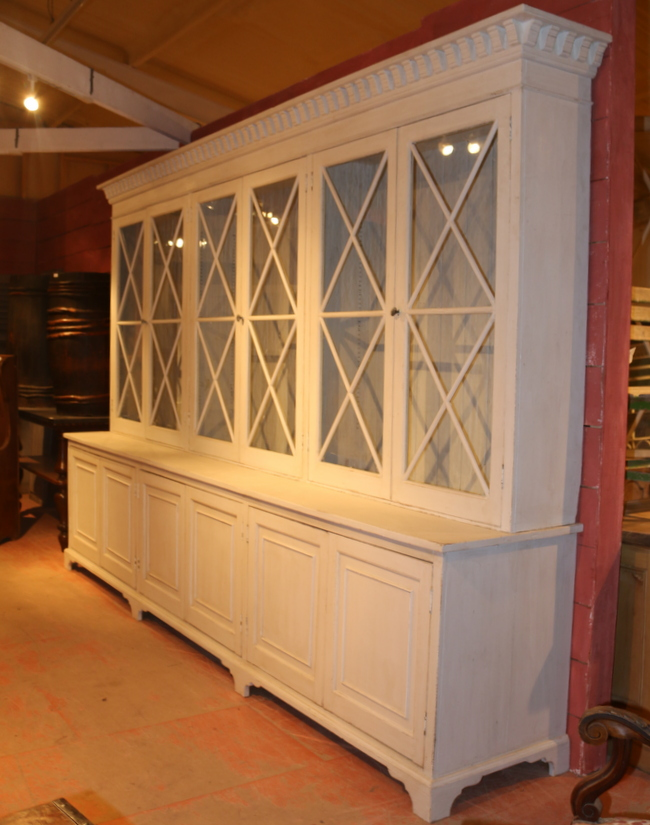 Stunning Display Cabinet / Bookcase
