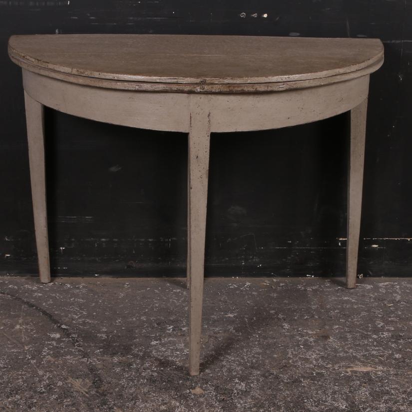 Antique Lamp / Console Table