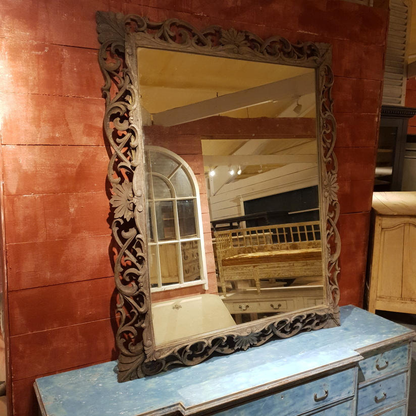 5 reasons why you need an Antique Mirror in your Decor