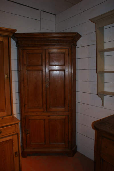 Pine 4 Door Corner Cupboard