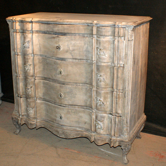 Serpentine Front Commode