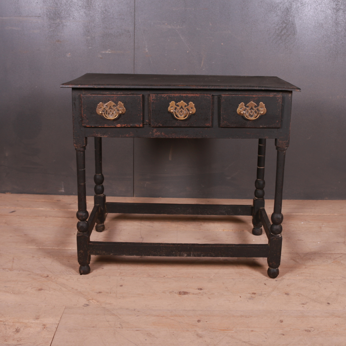 English Side/Lamp Table