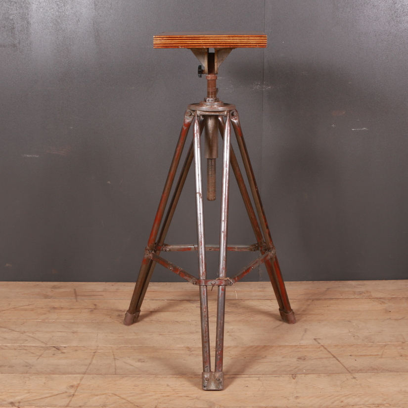 Metal Sculpture Stand