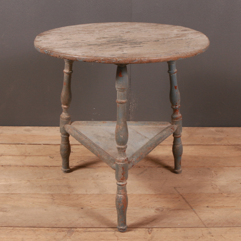 Primitive Cricket Table