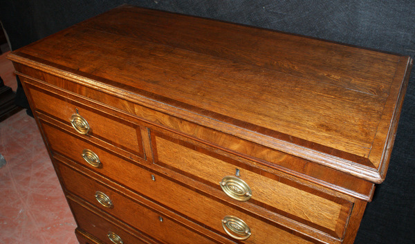 18th C Oak/Mahogany Cross Banded Chest of Drawers.