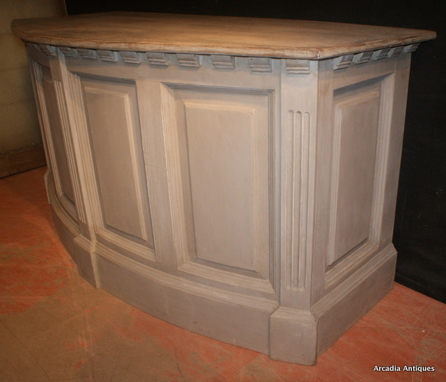 Bowed Shop Counter / Island