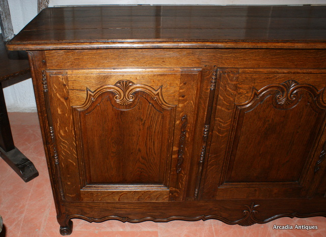 French Buffet / Enfilade.