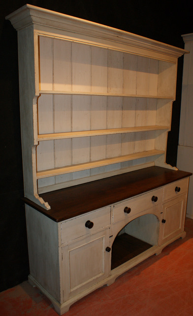 Pine Dog Kennel Dresser