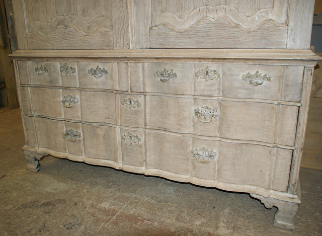 Bleached Oak Linen Press