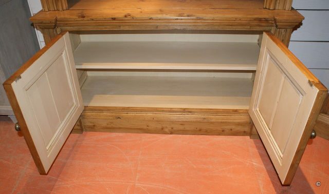 Open Bookcase in Antique Pine
