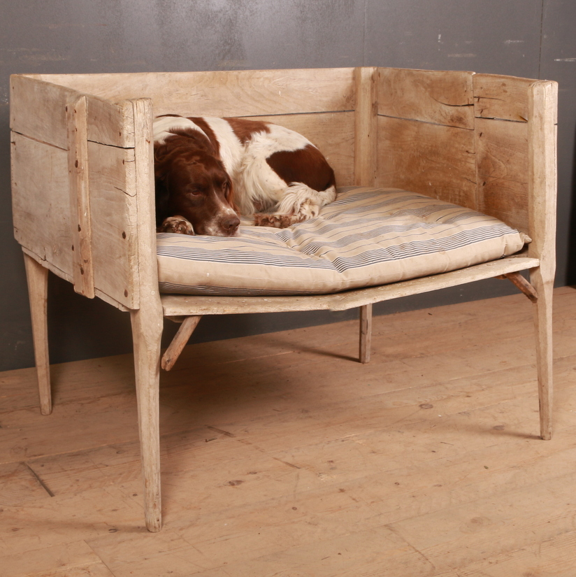 Country House Dog Bed