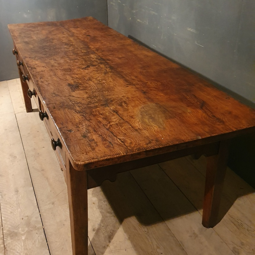 Country House Table